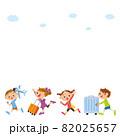 旅行に行く子供達 82025657