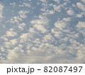 空一面の細かい雲 82087497