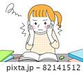 睡魔と闘いながら勉強する女子学生 82141512