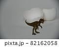 恐竜と卵の殻 82162058