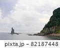 海から伸びる立神岩 82187448