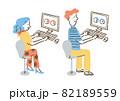 パソコンで仕事をする二人_セット 82189559