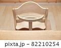 ダイニングのテーブルと子供椅子 82210254