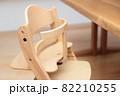 ダイニングのテーブルと子供椅子 82210255
