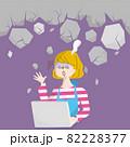 パソコンを見てショックで固った女性のイラスト 82228377