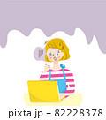 パソコンを使う困った顔の白人女性のイラスト素材 82228378