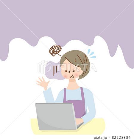 パソコンを使う困った顔のミドル女性 82228384