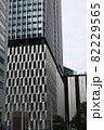 大阪駅中央口前のお洒落なデザインビル 82229565