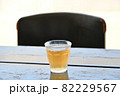 テーブルのアイスそば茶 82229567
