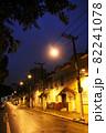雨に濡れたサンパウロ市街の夕方の道路 ブラジル 82241078