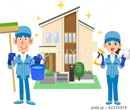 一軒家の前に立つ清掃用具を持つ作業着を着た男女 82243979