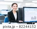ビジネス ビジネスマン オフィス 新入社員 女性 82244152