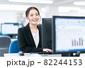 ビジネス ビジネスマン オフィス 新入社員 女性 82244153