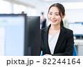 ビジネス ビジネスマン オフィス 新入社員 女性 82244164