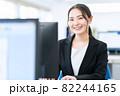 ビジネス ビジネスマン オフィス 新入社員 女性 82244165