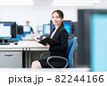 ビジネス ビジネスマン オフィス 新入社員 女性 82244166