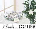 クリスマスイメージ  クリスマスプレゼントとリース 82245849