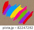 亜麻生地のキャンバスに描いたカラフルな虹 82247292