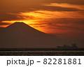 富士山と夕景 木更津港 82281881
