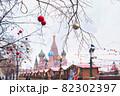 ロシアのクリスマスマーケットの風景 82302397