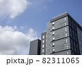 青空と高層ビル 82311065