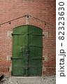 煉瓦造と鉄扉 82323630