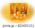 年賀素材 金屏風の前でくつろぐ可愛い寅の親子 楕円白バック 82403151