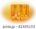 年賀素材 金屏風の前でくつろぐ可愛い寅の親子 楕円白バック 82403153
