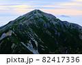 雲海と蓮華岳。北アルプスの絶景トレイル。 82417336