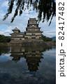 松本城と堀。 82417482