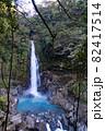 鹿児島県霧島市の千里ヶ滝 青い水が流れる霧島川の滝 82417514