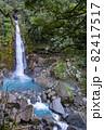 鹿児島県霧島市の千里ヶ滝 青い水が流れる霧島川の滝 82417517