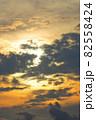 夕方の空(縦位置) 82558424