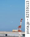 横浜ベイブリッジと飛行機 82559113
