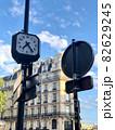 パリの町中の時計 82629245