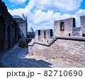 フランス カルカソンヌ コンタル城内の城壁 82710690