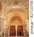 フランス ヴェズレー サントマドレーヌ寺院内部 82710708