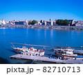 フランス アルル ローヌ川と町並 82710713