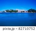 フランス アヴィニヨン ローヌ川と町と橋 82710752