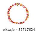もみじとイチョウの秋の丸のリース 82717624