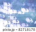 サンタとトナカイのシルエット模様のリフレクション ブルー系背景素材 82718170