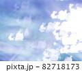 サンタとトナカイのシルエット模様のリフレクション ブルー系背景素材 82718173