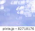サンタとトナカイのシルエット模様のリフレクション ブルー系背景素材 82718176