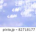 サンタとトナカイのシルエット模様のリフレクション ブルー系背景素材 82718177