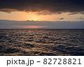 琵琶湖に昇る朝日の情景@滋賀 82728821