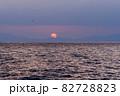 琵琶湖に昇る朝日の情景@滋賀 82728823