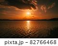 茨城涸沼の夕焼けと筑波山 82766468