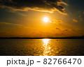 茨城涸沼の夕焼けと筑波山 82766470