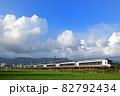 稲刈りの終わった田んぼを走る小田急ロマンスカーEXE-α特急電車 82792434