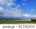 稲刈りの終わった田んぼを走る小田急線5000形電車 82792435
